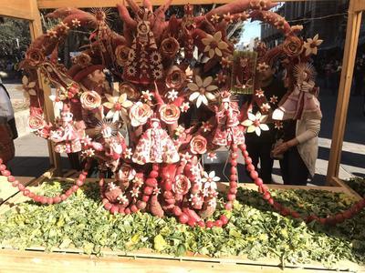 En la edición 122, los artesanos colmaron de color, alegría y talento el Zócalo de Oaxaca de Juárez con figuras de animales, seres humanos, imágenes sagradas, así como representaciones de tradiciones oaxaqueñas.