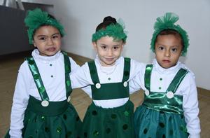24122019 PARTICIPAN EN FESTIVAL.  Mía Victoria, Aria Regina y Andrea.
