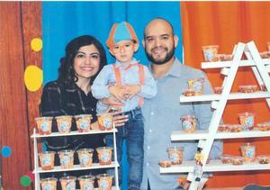 22122019 Mauricio en compañía de sus papas, Rubén Lara Escalera y Ana Victoria Ruiz de Lara.