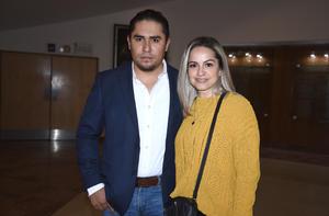 24122019 EN UNA CONFERENCIA.  Héctor y Verónica.