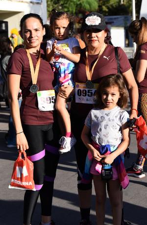 25122019 Claudia Álvarez, Katia Carus, Katia Casale y Paulina Casale.