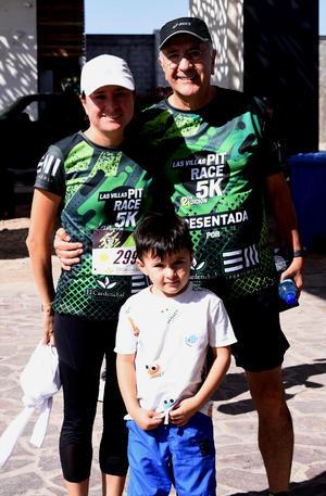 25122019 Federico López, Jennifer López y Liam Scarnati.