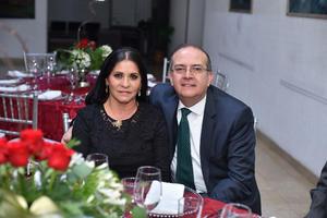 25122019 CELEBRAN LA NAVIDAD.  Renata y Carlos.