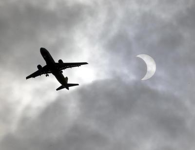 Las nubes arruinaron la experiencia a algunos como el primer ministro indio, Narendra Modi.