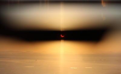 Hoy ha sido un día superespecial en el que hemos podido ver un eclipse solar que ha oscurecido el cielo durante dos minutos. Para ver otro tendremos que esperar 44 años. Tenemos mucha suerte, escribió una usuaria de Twitter en Singapur.