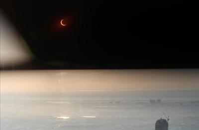 Este tipo de eclipse ocurre cada uno o dos años, pero solo son visibles desde una estrecha franja de la Tierra.
