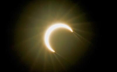 En 2019, hubo otros dos eclipses, uno de tipo parcial el 6 de enero que pudo observarse en Asia Oriental y el Pacífico Norte y otro total el pasado 2 de julio visible desde Sudamérica.