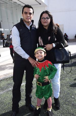 26122019 EN FAMILIA.  Maximiliano Juárez, Jeniffer Martínez e Iván Juárez.