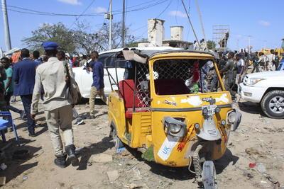 Entre los muertos hay 17 estudiantes de la Universidad privada de Benadir, quienes atravesaban el cruce en minibús en el momento del trágico incidente.