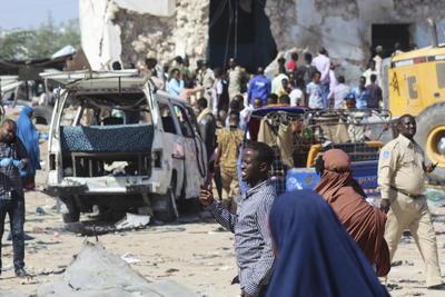 No recuerdo una tragedia semejante desde el ataque en la intersección de Zoobe (en Mogadiscio), continuó el sanitario Amina, en referencia al doble atentado con camión bomba en un mercado de la capital que causó 587 muertos el 14 de octubre de 2017.