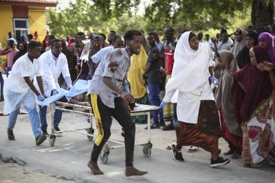 Con la cifra de víctimas mortales actual, el atentado de hoy supone el tercero más mortífero en la historia reciente de Mogadiscio; solo superado por el de Zoobe, y en octubre de 2011, por la explosión de un terrorista suicida de Al Shabab que mató a más de un centenar de personas.