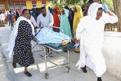 Mando mis más profundas condolencias a las familias y amigos de que han perdido a seres queridos, declaró en una rueda de prensa el presidente somalí Mohamed Abdulahi Farmajo, está claro que los terroristas no dejaran (tranquila) a una sola persona en este país.