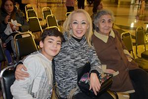 28122019 Adrián, Karina y Adela.