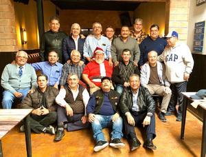 29122019 POSADA DE EXCOMPAñEROS.   Apaches Dorados de la PVC, campeones liga intermedia de 1974.