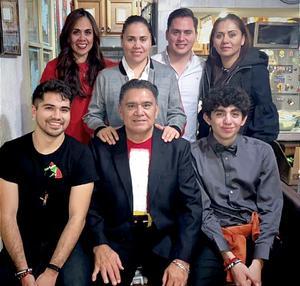 29122019 CENA NAVIDEñA.  Miguel Gómez Ch. en compañía de sus hijos, Rocío, Jessy, Sandy, Miguel; y sus nietos Eduardo y Santiago.