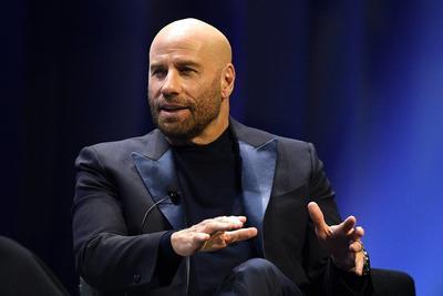2012  John Travolta fue acusado por dos masajistas de acoso sexual; meses después un trabajador de una cadena de cruceros aseguró que Travolta le ofreció 12 mil dólares para que le diera un masaje; el actor siempre negó las acusaciones, pero la cadena ABC declaró que el actor pagó miles de dólares por silenciar a los masajistas.