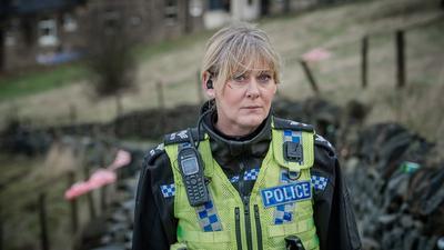 4. Happy Valley: Sigue a Catherine, una sargento de la policía con experiencia y muy trabajadora, que dirige un equipo de agentes en un valle rural de Yorkshire.