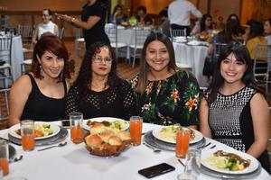 30122019 EN UN BABY SHOWER.  Beatriz, Mariana, Astrid y Juanis.