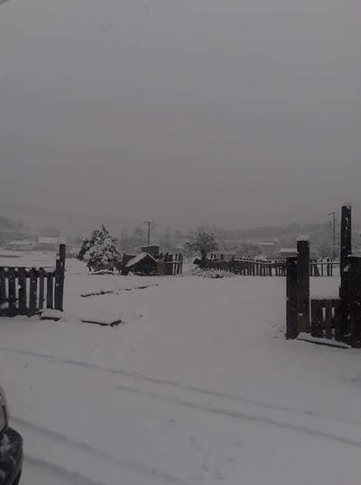 Protección Civil Municipal Canatlán informó la caída de nieve en las comunidades de Marquezotes de Guadalpe, Los Lirios, La Joya de los Quijotes y La Plazuela.