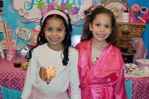 03012020 SE DIVIERTEN EN PIñATA.  Camila y Nicole.