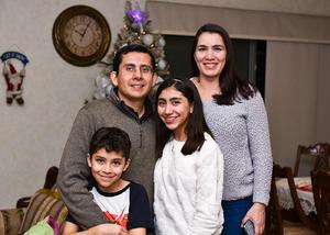 02012020 Fernando Rangel y Ángela Alvarez con sus hijos Angela y Moisés Rangel.