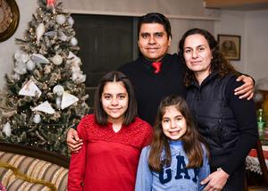 02012020 Aristóteles Rangel y Susana Giacoman con sus hijos Roma y Susana Rangel Giacoman.