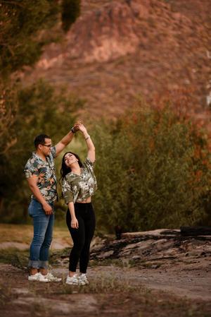 05012020 Alejandra y Leo disfrutando de su sesión de fotos.