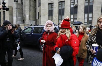 Actrices sentencian a Weinstein en las puertas del tribunal que lo juzga