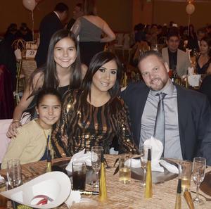 Yeonie, Katia, Claudia, Thomas y Jesús.