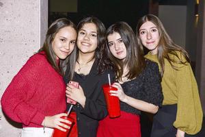 Natalia,Ivanna,Valeria y Ana Paula.