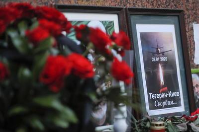 Les rindieron homenaje en la embajada iraní en Kiev.