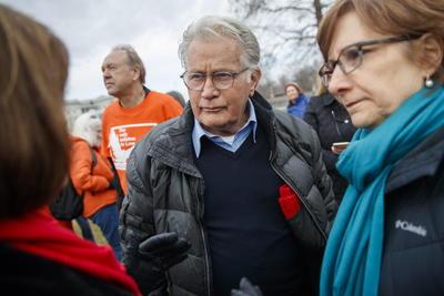 Una protesta en la que Fonda expresó su preocupación por el peligro de que haya una nueva guerra a raíz del aumento de las tensiones entre Irán y EUA, y aprovechó para invitar a los presentes a defender la paz.