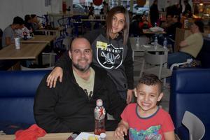 09012020 Carlos, Danna Paola y Luis Carlos.
