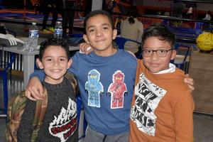 10012020 FIESTA ENTRE AMIGOS.  Hassan, Raúl y Daniel.