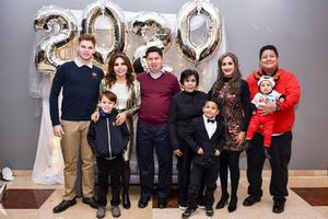 11012020 RECIBEN EL AñO.  Alex, Adriana, Christian, Héctor, Lupita, Laura, Gonzalo, Diego y Gael.