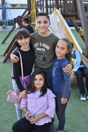 11012020 ENTRE AMIGOS.  Emilia, Mario, Olga y Reneé.