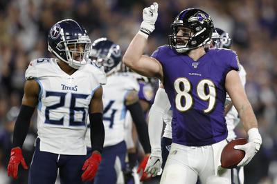 Tennessee y San Francisco avanzan a las Finales de Conferencia de la NFL