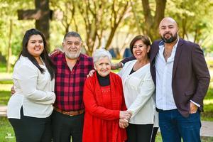 12012020 GRATOS MOMENTOS.  Ana Karen Castro, Gerardo Castro, Irma Valdez, Irma Máynez y Gerardo Castro.