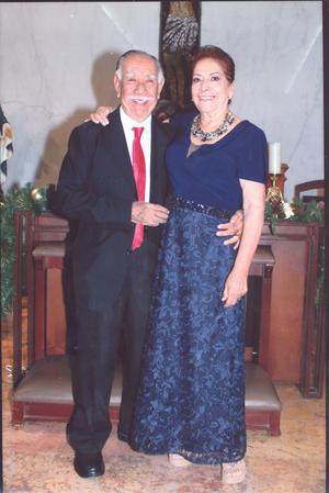 12012020 El amor es para siempre y es así como Esperanza Castro de Huerta y C.P.C.  Guillermo Maximino Huerta Saláis celebraron sus bodas de oro, en una linda ceremonia el 13 de diciembre.
