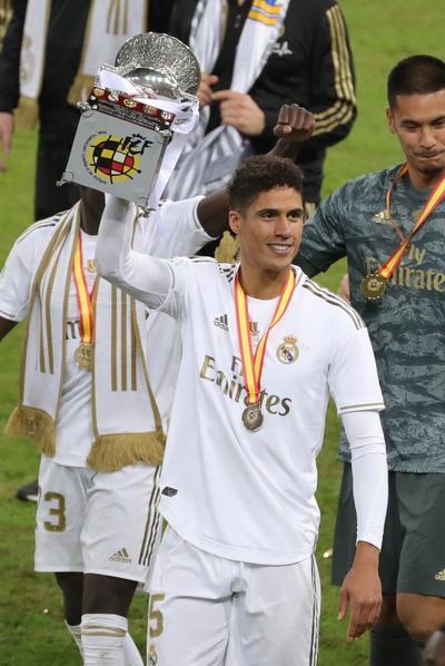Real Madrid se queda con el trofeo de la Supercopa de España