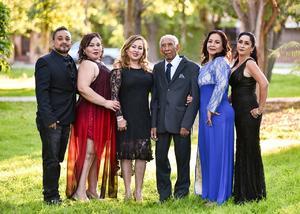 13012020 EN FAMILIA . Salvador Guardado Puga acompañado de sus hijos, Salvador, Irma Aracely, Lidia Sandra, Silvia Verónica y Norma Guadalupe Guardado Meraz.