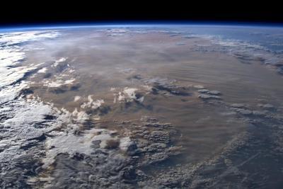 Esta nueva visión de los incendios se une a las imágenes tomadas por satélites que muestran el humo y la contaminación.