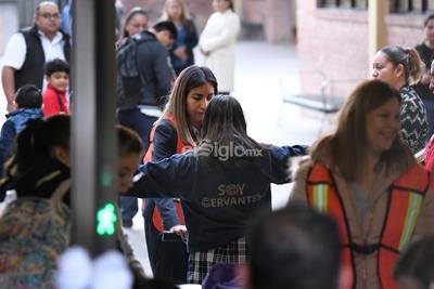 Alumnos del Colegio Cervantes de Torreón vuelven a clases a una semana de la tragedia