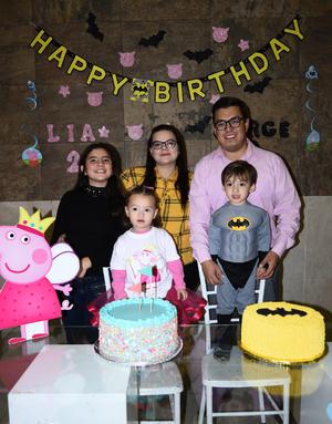 16012020 FESTEJO AL DOBLE.  Una divertida fiesta de cumpleaños fue ofrecida en honor de los hermanitos Jorge Emiliano y Lía Abigaíl Gutiérrez Galicia quienes disfrutaron de la celebración y del cariño de su familia.
