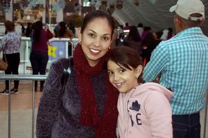 21012020 DE PASEO.  Leonila y Valentina.