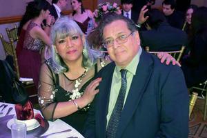 20012020 LA PASAN MUY BIEN.  Mildred y Enrique.