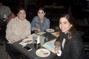 Natalia, Paulina y Nayibe
