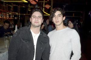 Adrian y Javier
