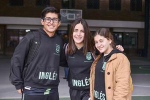 Marco Antonio,Marijose y Roberta.