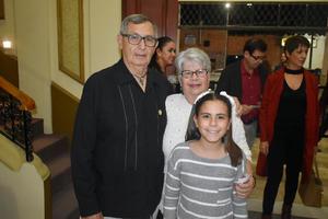 23012020 EN EL TEATRO.  Guillermo, Felicia e Isabela.
